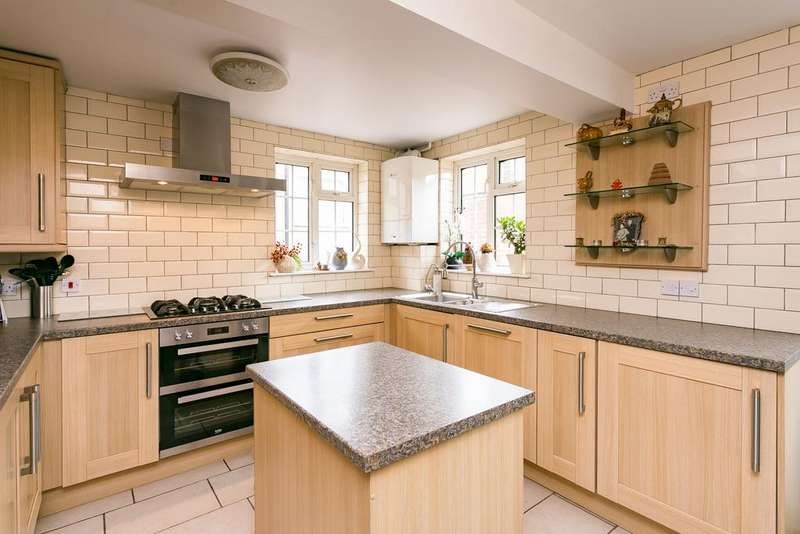 3 Bedrooms End Of Terrace House for sale in Ellora Road, Streatham
