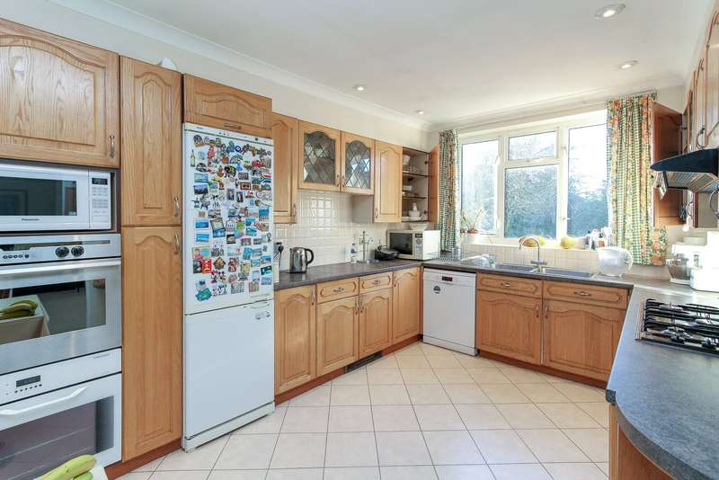 3 Bedrooms Semi Detached House for sale in Sefton Avenue, London, NW7