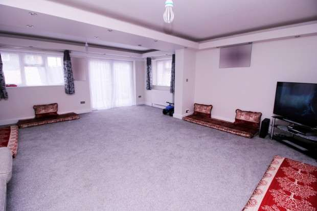 4 Bedrooms Semi Detached House for sale in Bodicea Mews, Hounslow, TW4