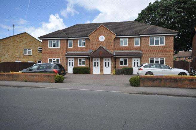 2 Bedrooms Maisonette Flat for sale in Chapel View, Fosters Lane, Woodley, Reading, RG5