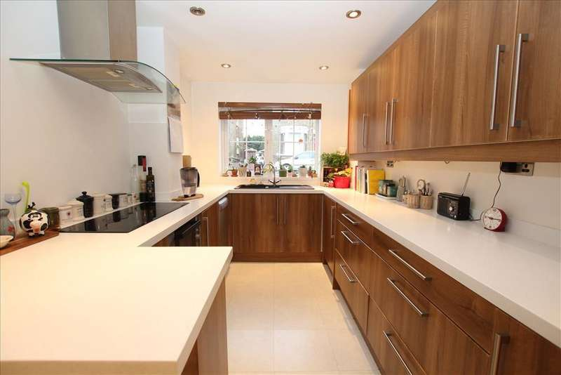 3 Bedrooms Detached House for sale in The Baulk, Biggleswade, SG18
