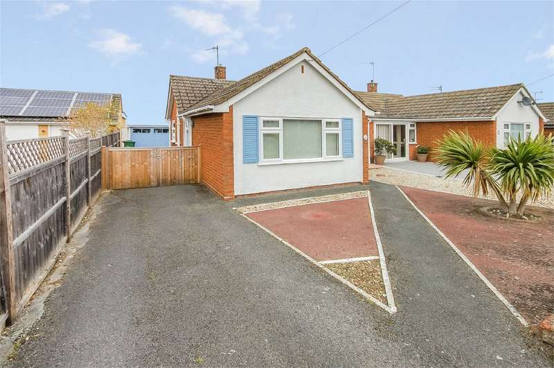 2 Bedrooms Semi Detached Bungalow for sale in Rothesay Close, Aylesbury, Buckinghamshire