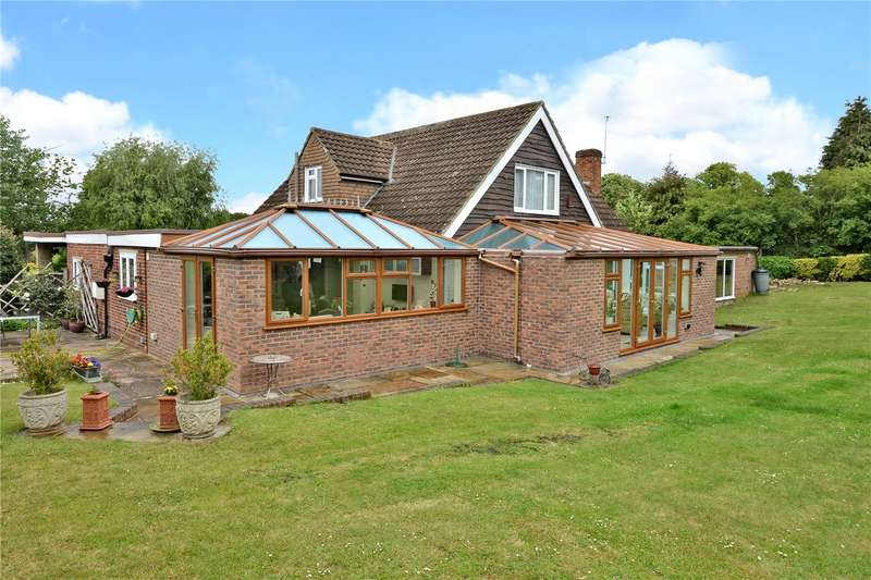 4 Bedrooms Detached House for sale in Walnut Tree Close, Banstead, Surrey, SM7