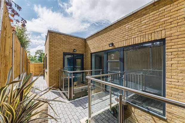 2 Bedrooms Detached House for sale in Granville Road, Walthamstow, London