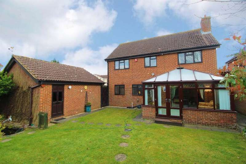 4 Bedrooms Detached House for sale in Naylor Avenue, Kempston, Bedfordshire, MK42