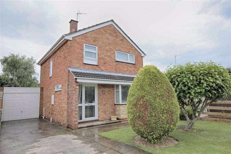 3 Bedrooms Detached House for sale in Crown Drive, Bishops Cleeve, Cheltenham, GL52