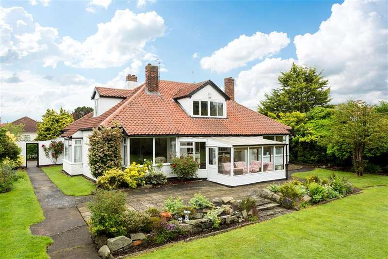 6 Bedrooms Detached Bungalow for sale in The Avenue, Park Estate, Haxby, York, YO32 3EQ
