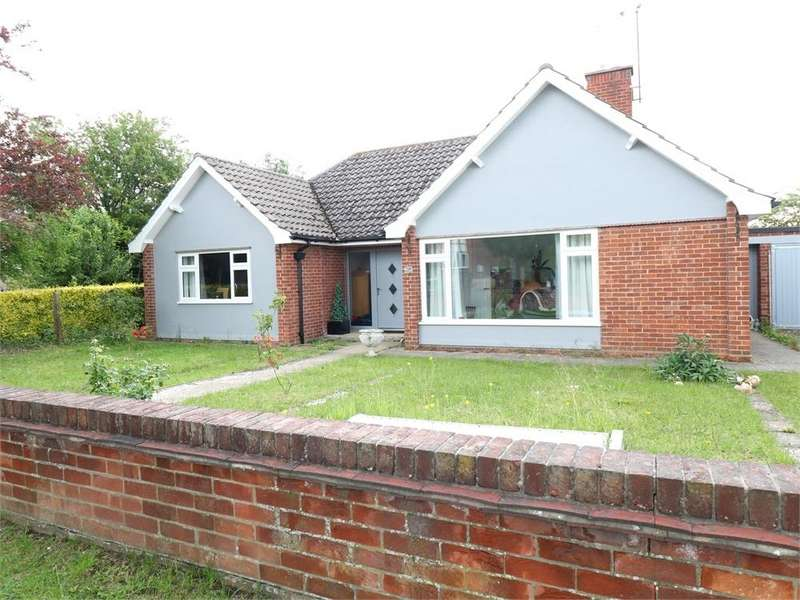 2 Bedrooms Detached Bungalow for sale in Queens Road, Bourne, Lincs
