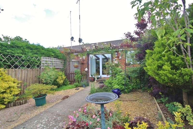 2 Bedrooms Bungalow for sale in Meadow Gardens, Buckingham