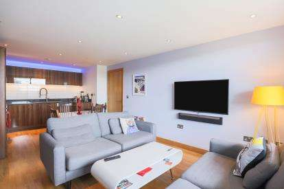 3 Bedrooms Flat for sale in Limehouse, London