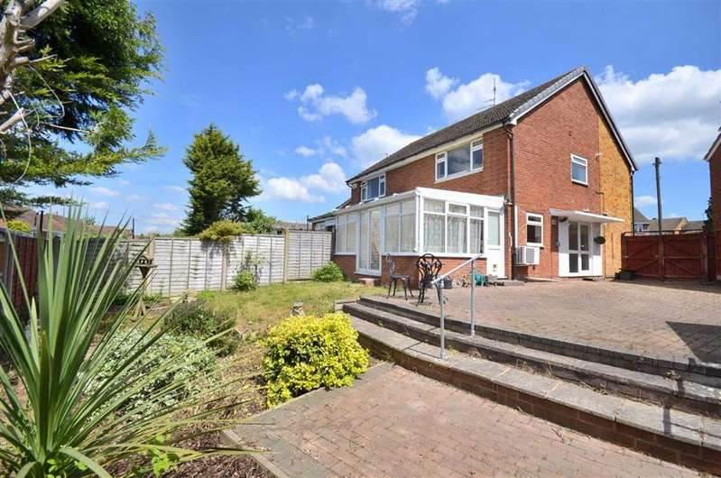 3 Bedrooms Semi Detached House for sale in Holmwood Close, Tuffley, GL4