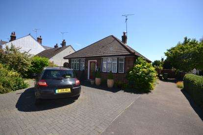 2 Bedrooms Bungalow for sale in Burnham-On-Crouch, Essex, .