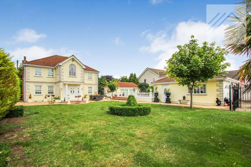 4 Bedrooms Detached House for sale in Silverdale, Concord Road, Canvey Island