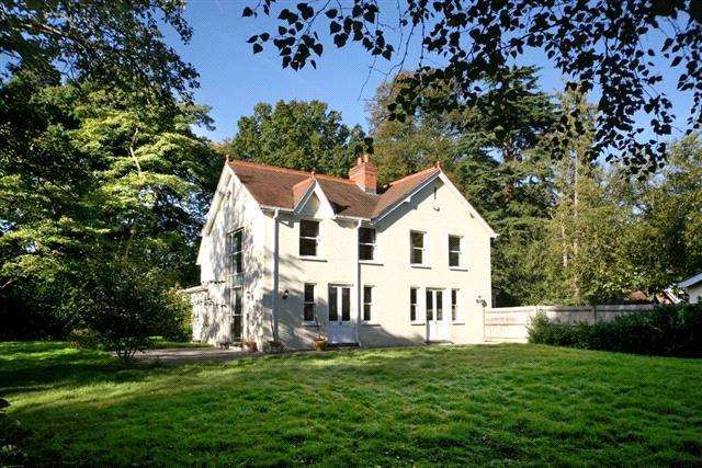 5 Bedrooms Detached House for sale in Priory Road, Ascot, Berkshire, SL5