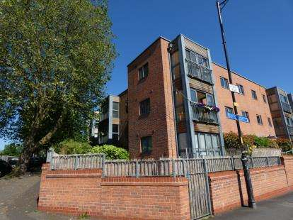2 Bedrooms Flat for sale in The Quadrangle, 6 Albany Road, Chorlton, Manchester