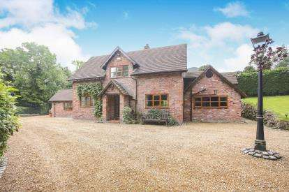4 Bedrooms Detached House for sale in Hagg Bank Lane, Disley, Stockport, Cheshire