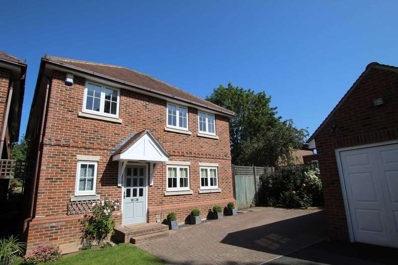 4 Bedrooms Detached House for sale in Atterbury Gardens, Caversham Heights