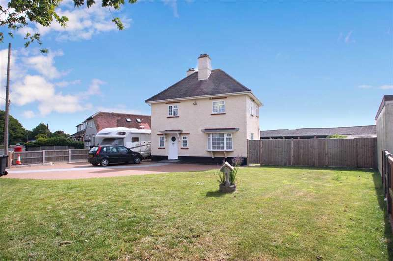 3 Bedrooms Detached House for sale in Main Road, Great Holland, Frinton-On-Sea