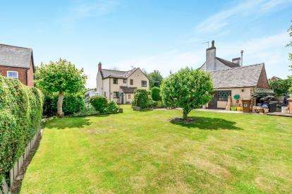 3 Bedrooms Detached House for sale in Pingle Lane, Hammerwich, Burntwood, Staffordshire
