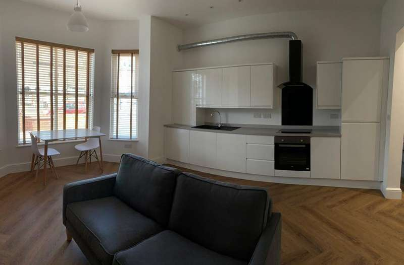 7 Bedrooms Terraced House for rent in Upperton Road, Leicester