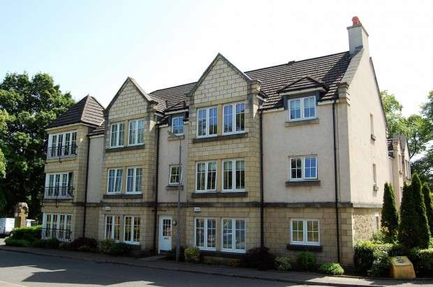 2 Bedrooms Flat for sale in 1 Friarshall Gate 0/1, Paisley, PA2