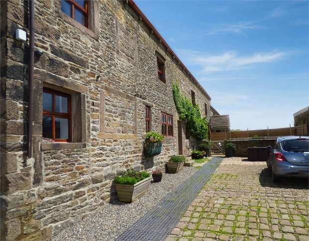 6 Bedrooms Semi Detached House for sale in Skipton Road, Foulridge, Colne, Lancashire