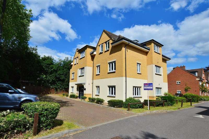 2 Bedrooms Flat for sale in Montague Close, Farnham Royal