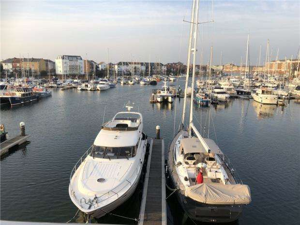 2 Bedrooms Apartment Flat for sale in Hamilton Quay, Sovereign Harbour North, Eastbourne