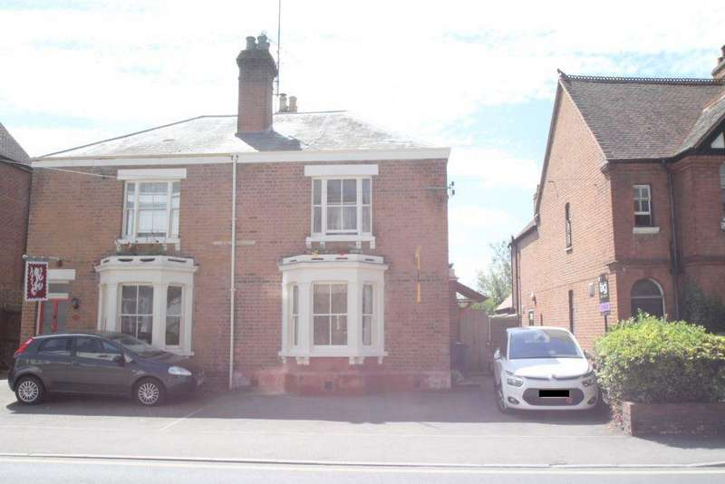 3 Bedrooms Semi Detached House for sale in Barton Road, Tewkesbury