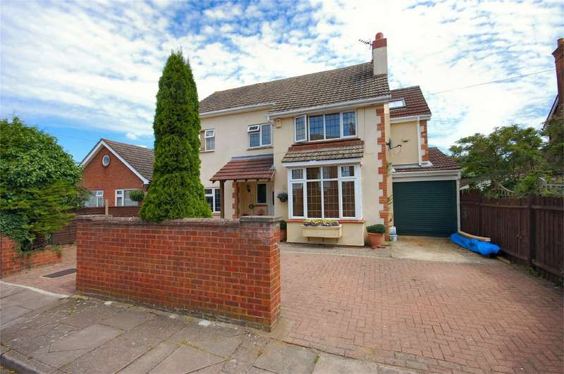 4 Bedrooms Detached House for sale in Abbotts Road, Aylesbury, Buckinghamshire