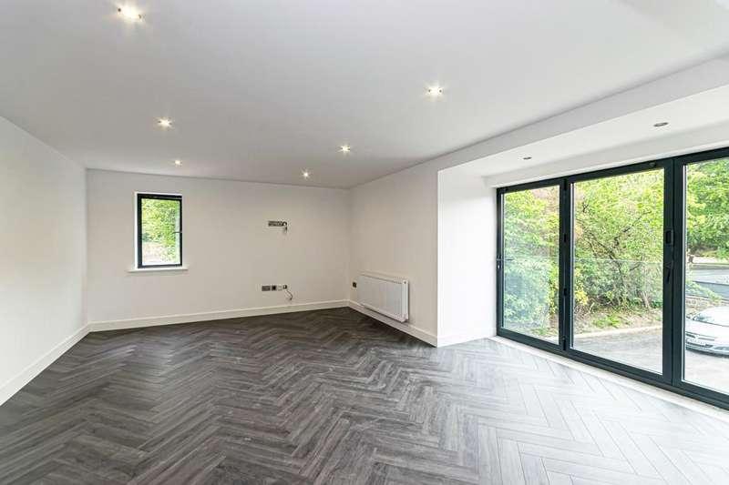 2 Bedrooms Flat for rent in Menlove Avenue, Liverpool, Merseyside, L18