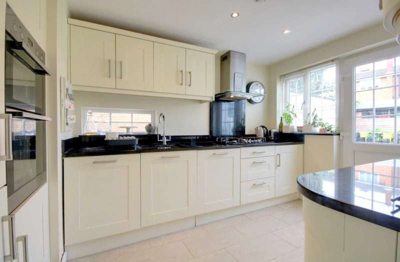 4 Bedrooms House for sale in REFURBISHED HOME with OUTLOOK OVER FIELDS, HP2