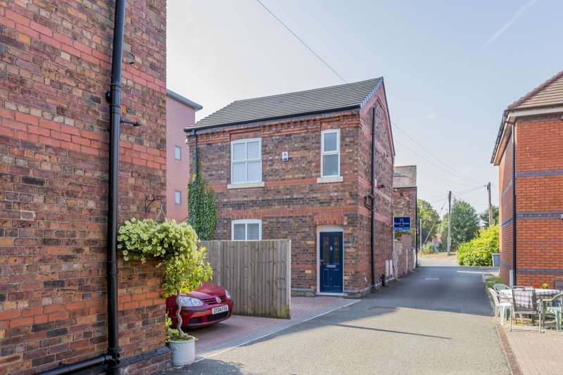 3 Bedrooms Detached House for sale in Station Road, Holmes Chapel, Crewe, CW4