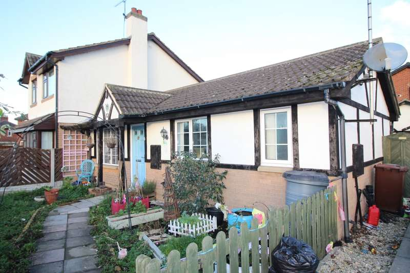 2 Bedrooms Semi Detached Bungalow for sale in Snydale Road, Normanton, West Yorkshire, WF6