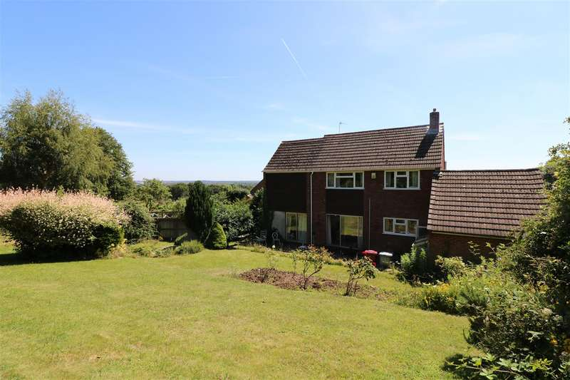 4 Bedrooms Detached House for sale in Fontwell Drive, Reading