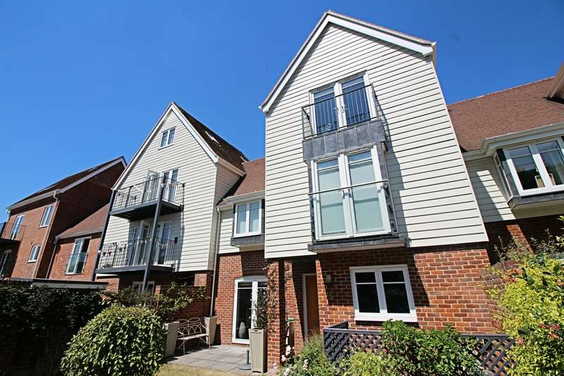 3 Bedrooms House for rent in Little Stone Mews, Draymans Lane, SL7 2FR
