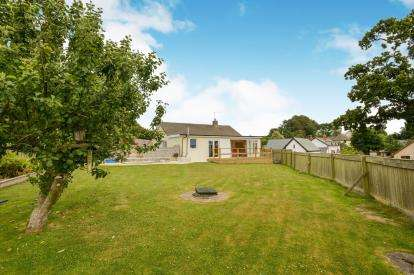 2 Bedrooms Bungalow for sale in Holsworthy, Devon, United Kingdom