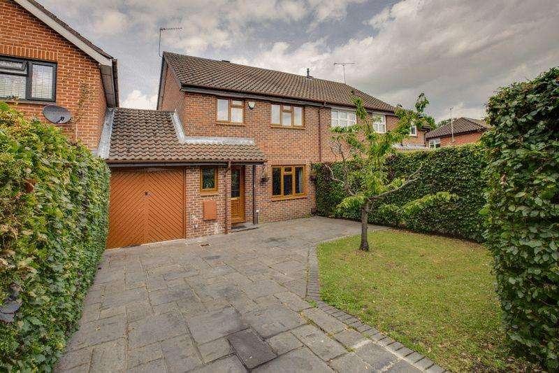 3 Bedrooms Semi Detached House for sale in Frensham Walk, Farnham Common, Buckinghamshire SL2