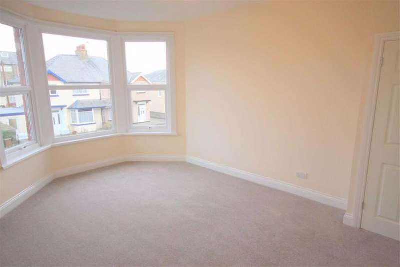 2 Bedrooms Apartment Flat for sale in Howard Road, Llandudno, Conwy