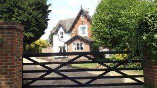 4 Bedrooms Detached House for sale in Snow Hill, Crawley Down, Crawley, West Sussex