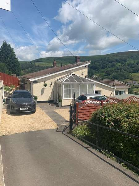 3 Bedrooms Semi Detached House for sale in Ty Dan Y Wal Road, Abertillery, Blaenau Gwent, NP13