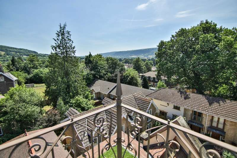 2 Bedrooms Penthouse Flat for sale in Saxonbury House, Lansdown Road, Abergavenny