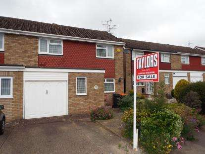 3 Bedrooms Semi Detached House for sale in Salters Way, Dunstable, Bedfordshire, England