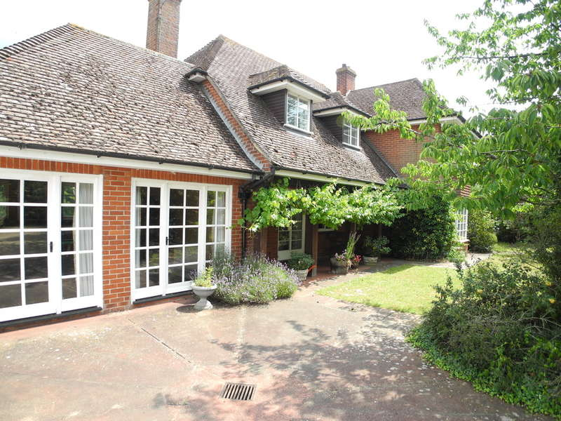 5 Bedrooms Detached House for sale in Beccles Road, Bungay