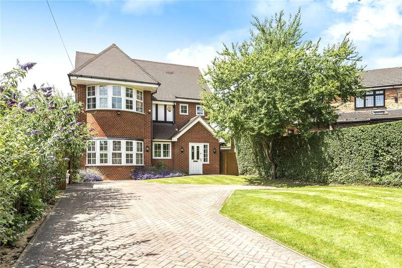 4 Bedrooms Detached House for sale in Priory Close, Ruislip, Middlesex, HA4