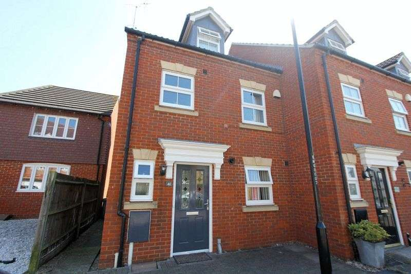 3 Bedrooms Property for sale in Monarch Drive, Sittingbourne