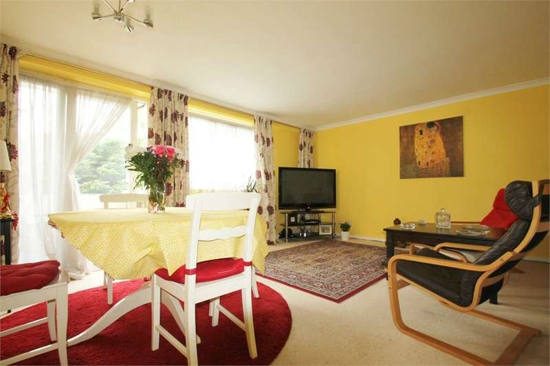 2 Bedrooms Flat for sale in Churchfields, South Woodford E18