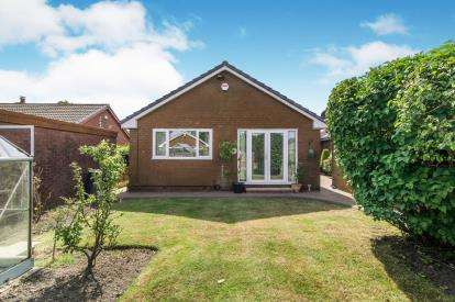 3 Bedrooms Bungalow for sale in The Walkway, Bolton, Greater Manchester, BL3