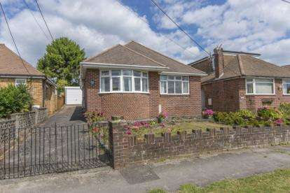 2 Bedrooms Bungalow for sale in Southampton, Hampshire