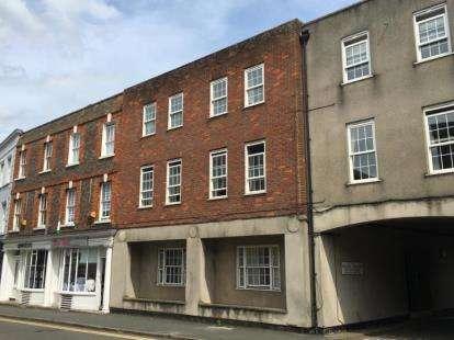 2 Bedrooms Flat for sale in Castle Court, Buckingham